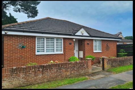 Nutsey Lane, Central Totton, SO40. 3 bedroom detached bungalow