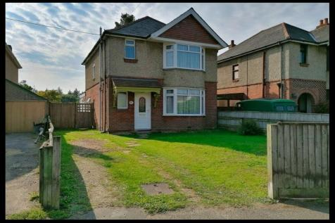 Ringwood Road, Central Totton, SO40. 3 bedroom detached house