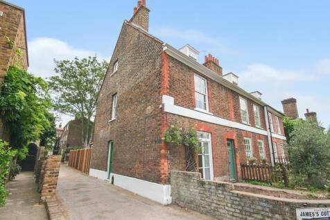 Kew Road, Richmond, TW9. 3 bedroom terraced house