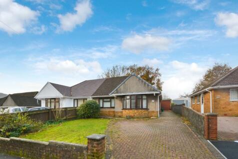Coniston Rise, Aberdare, South Glamorgan, Rhondda Cynon Taff, CF44. 2 bedroom semi-detached bungalow