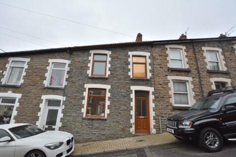 Hughes Street, Mountain Ash, South Glamorgan, Rhondda Cynon Taff, CF45. 3 bedroom terraced house