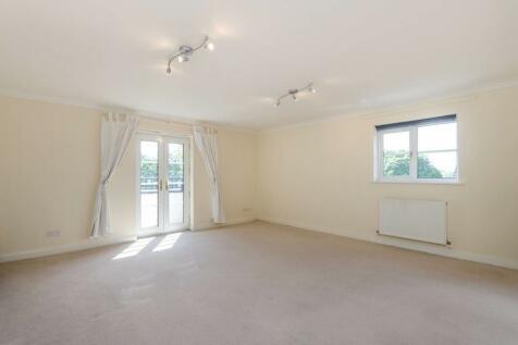 Hayne Road, Beckenham, BR3. 2 bedroom flat