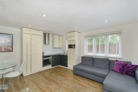 Turners Meadow Way, Beckenham, BR3. 1 bedroom end of terrace house