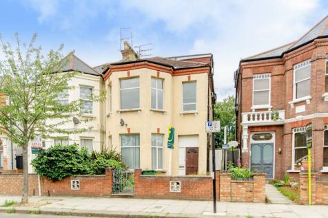 Fordwych Road, Kilburn, London, NW2. 3 bedroom flat
