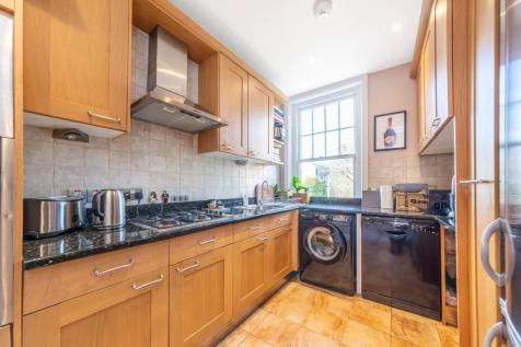 Kings Gardens, West Hampstead, London, NW6. 3 bedroom flat for sale