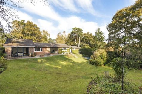 Star Hill, Churt, Farnham, Surrey, GU10. 4 bedroom detached house for sale