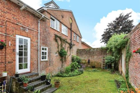 Upper Carriage, Northbrook Estate, Farnham, Hampshire, GU10. 4 bedroom maisonette
