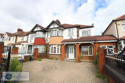 Great West Road, Hounslow, TW5. 7 bedroom semi-detached house