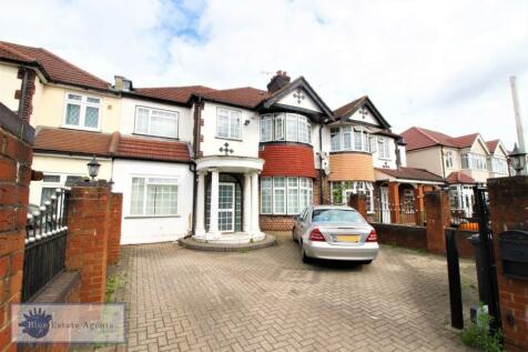 Great West Road, Hounslow, TW5. 6 bedroom semi-detached house
