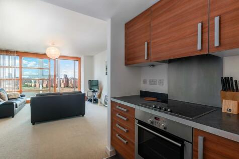 34 Lombard Road, Battersea. 1 bedroom apartment