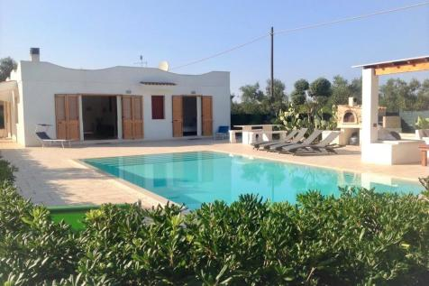 Carovigno, Brindisi, Apulia. 4 bedroom detached house