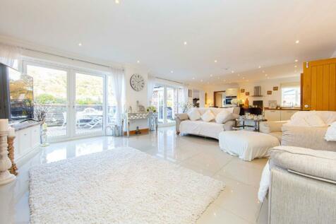 Highbury House, Maen Gilfach, Trelewis, Treharris. 5 bedroom detached house for sale