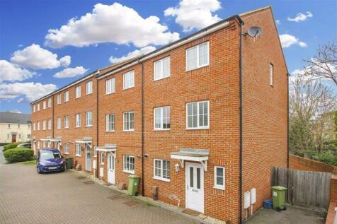 Downing Close, Bletchley, Milton Keynes, Bucks. 4 bedroom town house