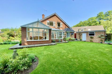 Lowndes Park, Driffield. 4 bedroom detached house