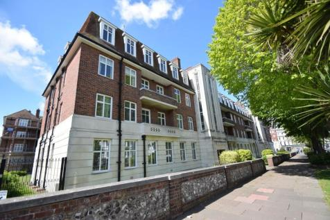 West Town Centre. 4 bedroom flat