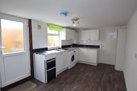 Town Centre. 1 bedroom apartment