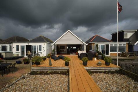 Coast Road, Pevensey Bay, Pevensey. 2 bedroom detached house