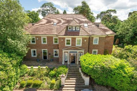 Old Avenue, Weybridge, Surrey, KT13. 4 bedroom semi-detached house for sale