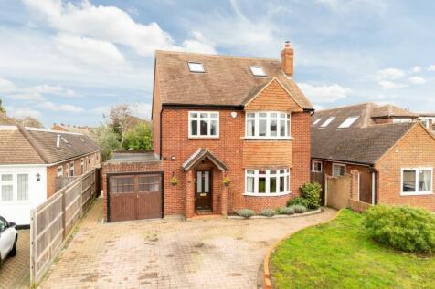 Shaldon Way, Walton-On-Thames, Surrey, KT12. 4 bedroom detached house for sale