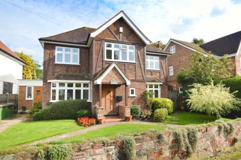 Charlton Avenue, Walton-On-Thames, Surrey, KT12. 3 bedroom detached house for sale