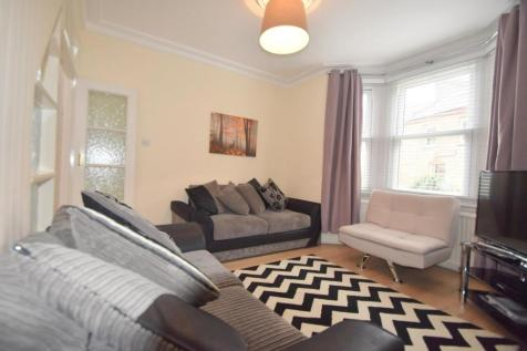 Devereux Road, Windsor, SL4. 3 bedroom end of terrace house