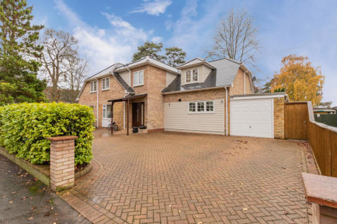 Pine Drive, Finchampstead, Wokingham. 5 bedroom detached house for sale