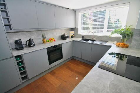 Churchfield Road, Poole. 3 bedroom apartment