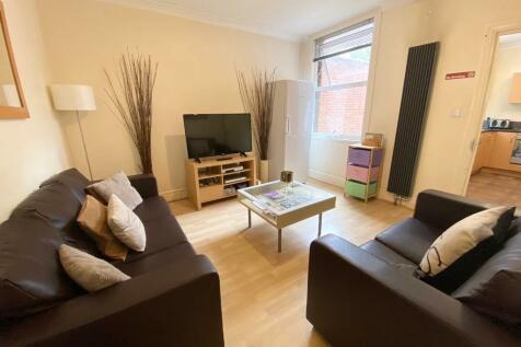Hibbert Street, Luton, Bedfordshire, LU1. 6 bedroom house share