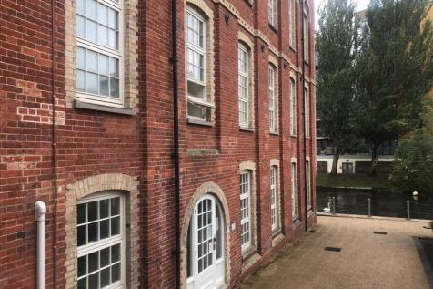 Priory View, Paper Mill Yard, Norwich, NR1 2GA. 2 bedroom flat