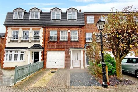 Ventry Close, Branksome Park, Poole, Dorset, BH13. 4 bedroom town house for sale