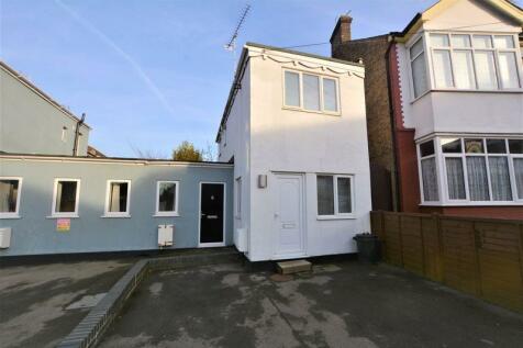 Sandown Avenue, Westcliff-On-Sea. 1 bedroom link detached house