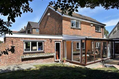 Gillingham. 3 bedroom detached house