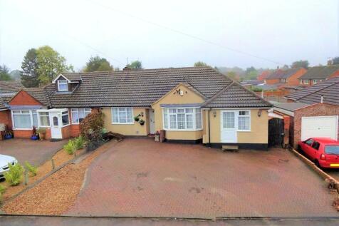 Manor Road, Caddington, Luton, Bedfordshire, LU1. 4 bedroom bungalow for sale