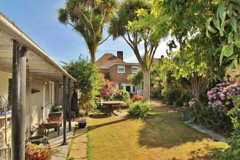 Sea Front, Hayling Island. 4 bedroom detached house for sale