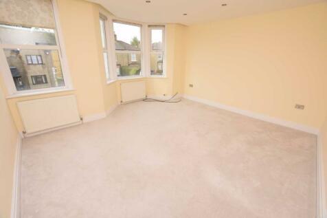 Long Lane, Finchley, London, N3. 2 bedroom flat