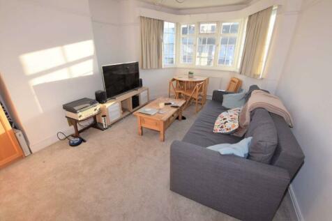 Strathmore Gardens, Finchley, London, N3. 1 bedroom flat