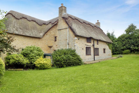 Vicarage Lane , Podington , Northamptonshire, NN297HR. 4 bedroom cottage