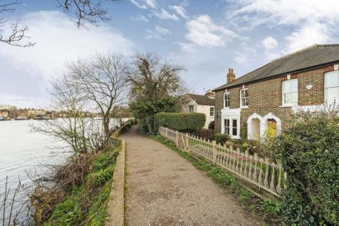 Cambridge Cottages, Kew, TW9. 4 bedroom house