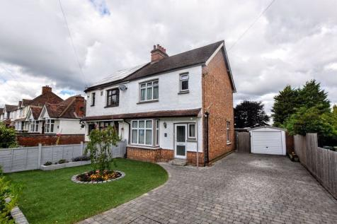 Staple Hall Road, Milton Keynes. 3 bedroom semi-detached house