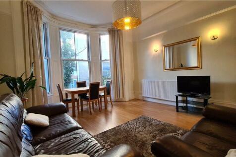 Sinclair Gardens, Brook Green, W14. 2 bedroom apartment