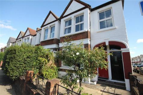 Merton Road, London, SW18. 3 bedroom maisonette