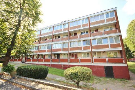 Harbridge Avenue, Roehampton, SW15. 4 bedroom maisonette