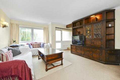 Mount Avenue, W5. 3 bedroom apartment