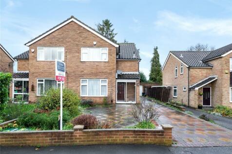 Vinlake Avenue, Ickenham, Uxbridge, UB10. 3 bedroom semi-detached house for sale