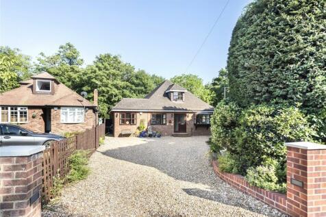 Thornhill Road, Uxbridge, Middlesex, UB10. 4 bedroom bungalow