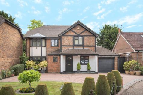 Dukes Ride, Ickenham, Middlesex, UB10. 4 bedroom detached house for sale