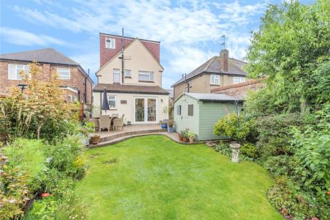 Pynchester Close, Ickenham, Middlesex, UB10. 3 bedroom detached house for sale