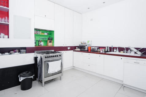Kenninghall Road, London E5. 3 bedroom flat