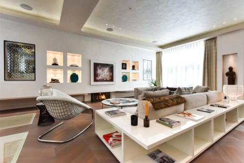 Bolton Gardens, Earls Court, London, SW5. 4 bedroom mews house for sale