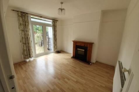 Fullwell Avenue, Ilford, Essex, IG5. 2 bedroom ground maisonette